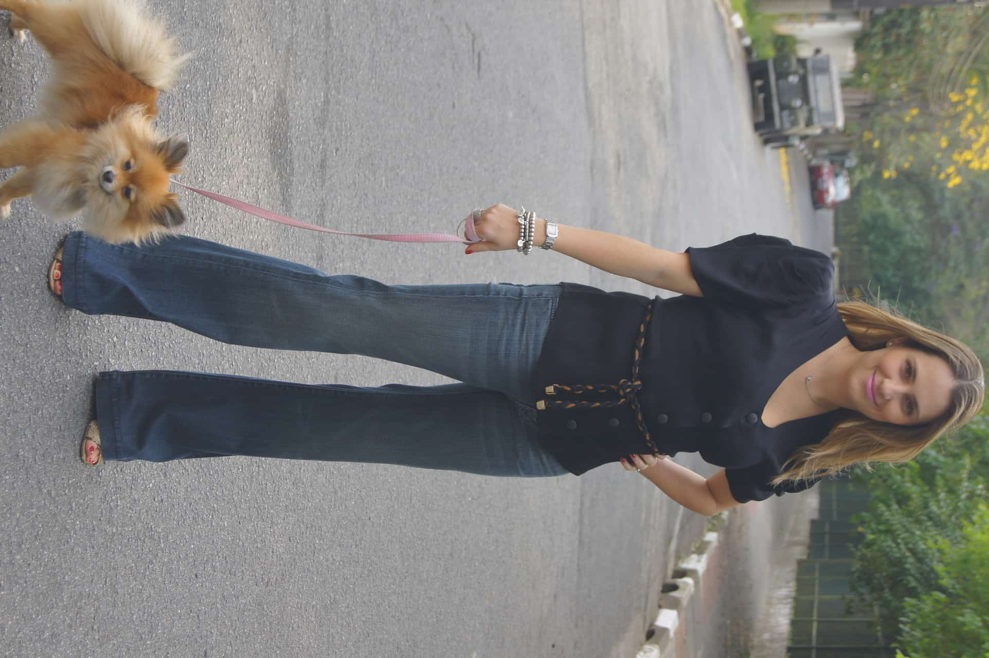 b801cfe13 LuMich passeando com Marie Chanel vestindo calça Flare Seven e blusa  Missinclof