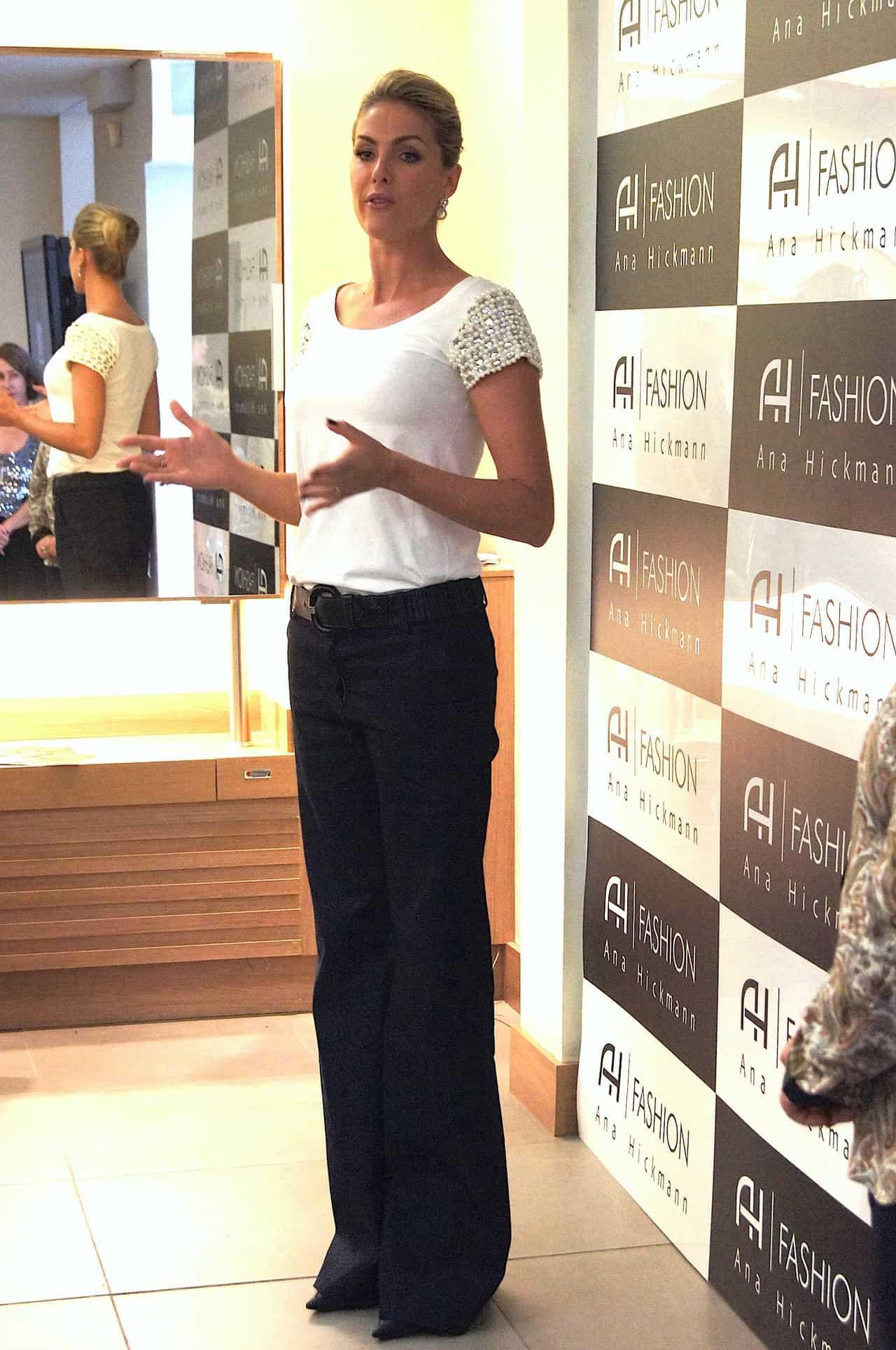 10f033245d437 Ana Hickmann no salão de Celso Kamura