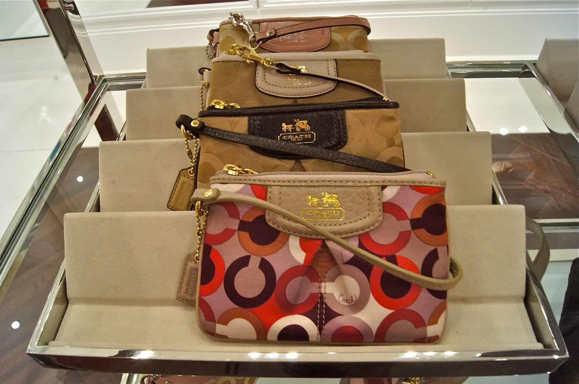 68622af05 Eu com a minha bolsa preferida na versão branca – Coleção Madison, como a  famosa rua de Manhattan