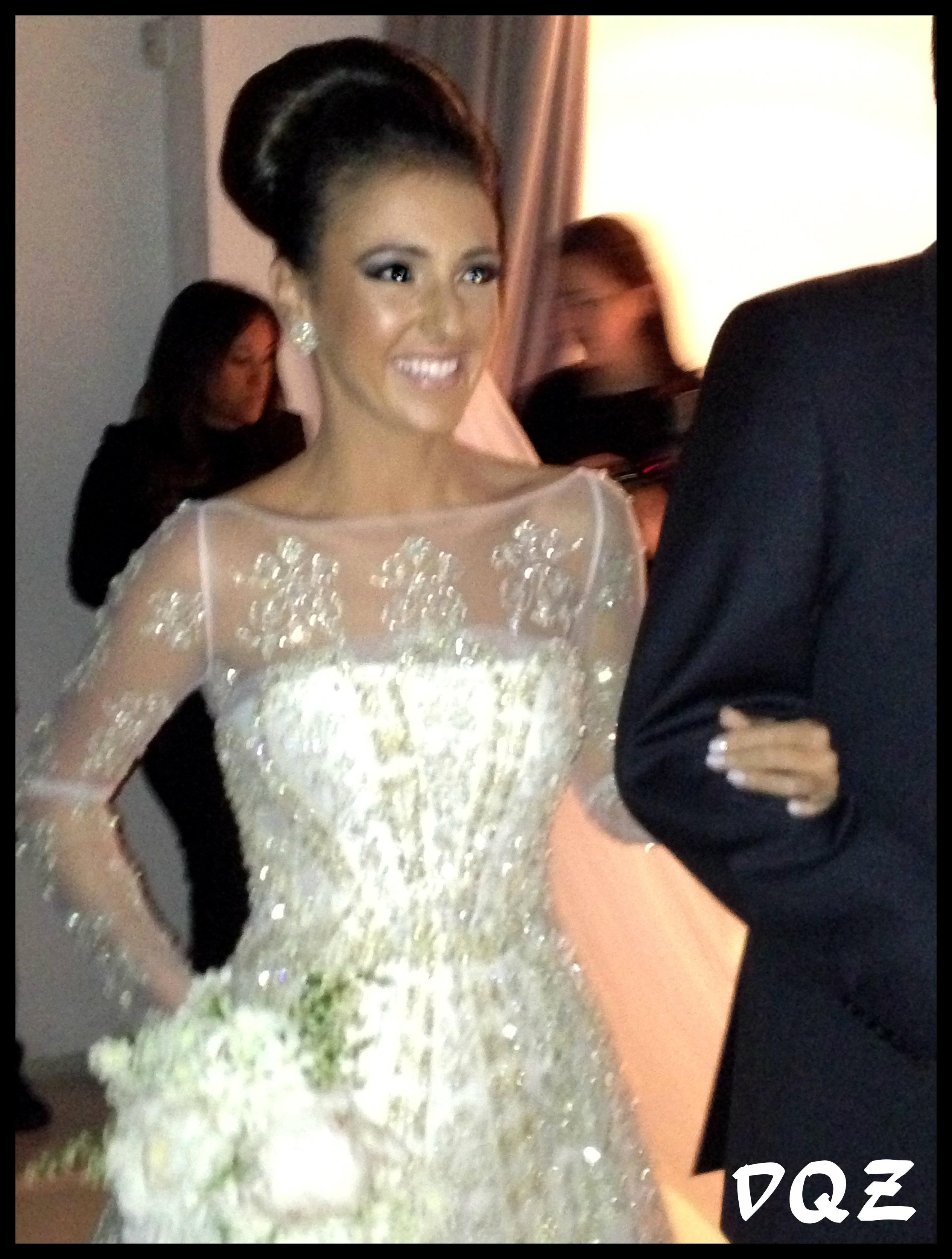 086f650f5 A noiva entrando…parecia literalmente uma princesa, o vestido é do  estilista Demi Queirós, make Davidson Zanine e hair Luiz Rusafa