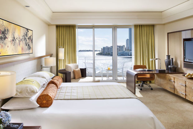 miami-room-deluxe-bay-view-bedroom