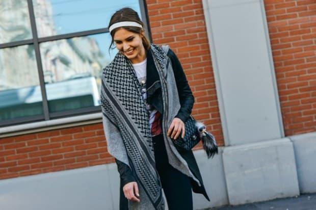 fall-2015-ready-to-wear-street-style-Fendi-Karlito-Chanel-bag