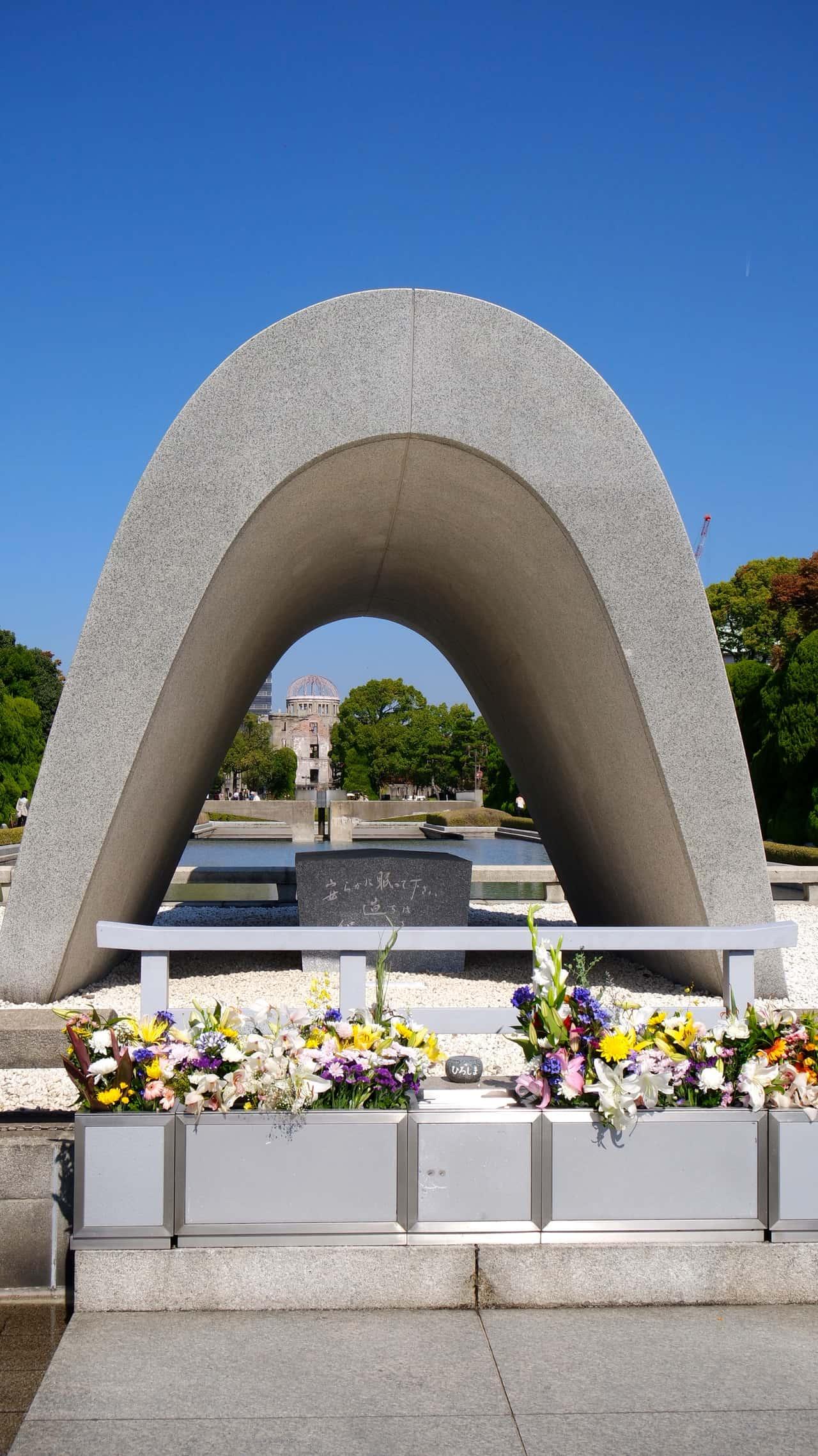 Hoje Hiroshima lembra com um minuto de silêncio do exato momento da bomba,  jogada a 70 anos atrás. 92983ddbcd