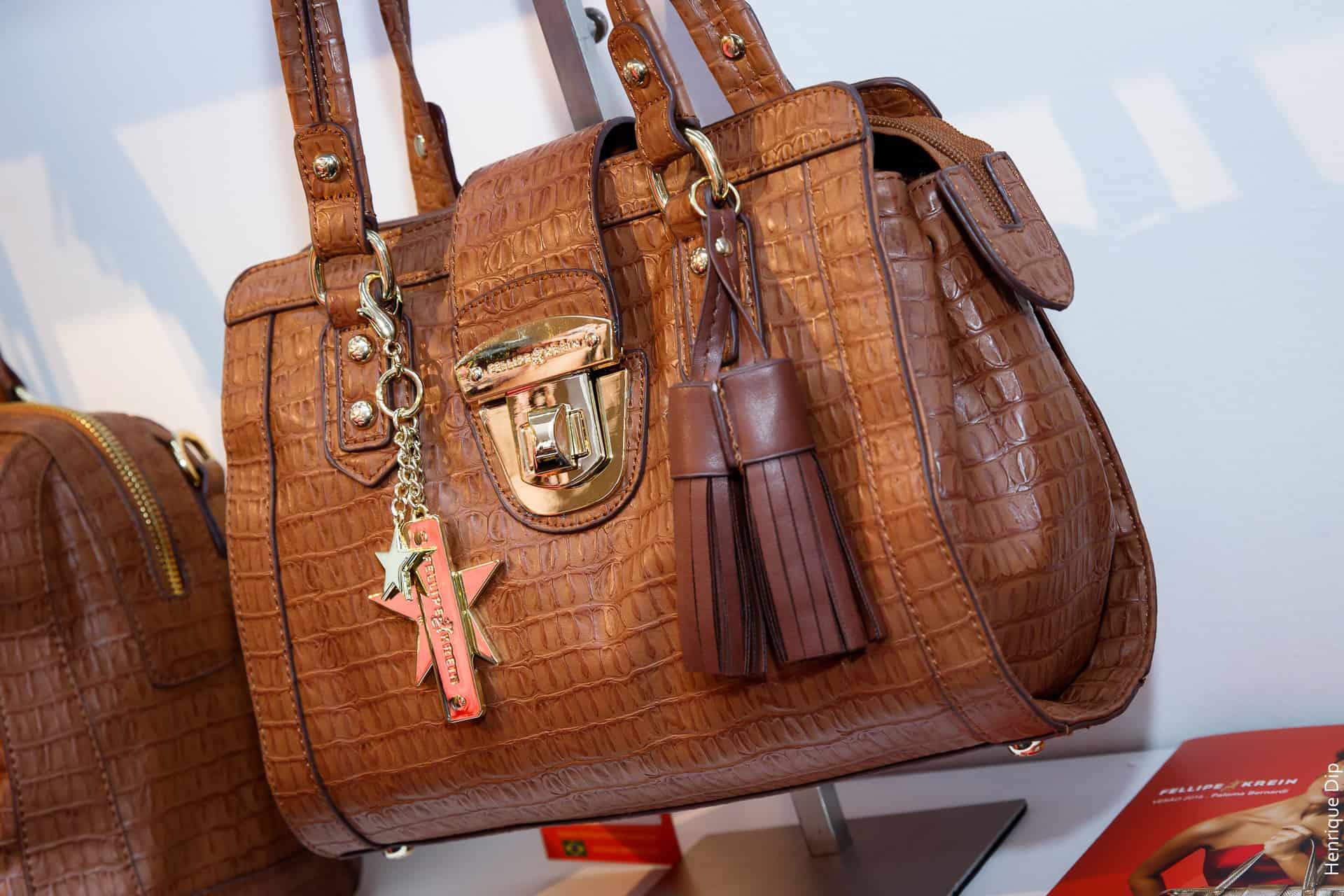 ec29bc0dd Se vocês gostaram das bolsas, a coleção Fellipe Krein by Paloma Bernardi  chega à loja conceito da marca localizada no Shopping Anália Franco, em São  Paulo e ...