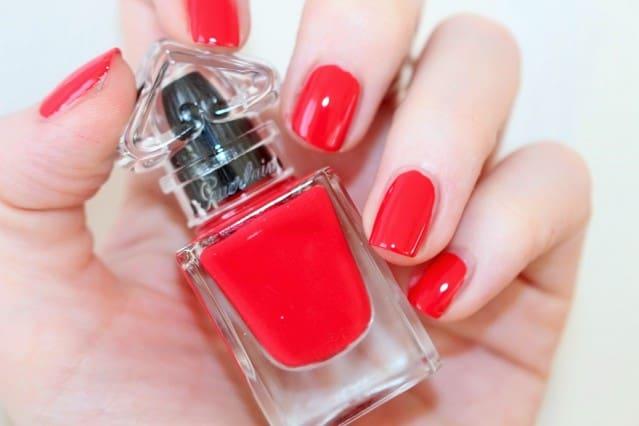 guerlain-la-petite-robe-noire-nail-colour-swatch-003-red-heels1-639x426